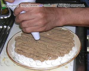 マロンクリームを絞る