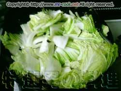 シイタケ、白菜、キクラゲを炒める