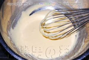 卵黄と砂糖を混ぜ合わせる