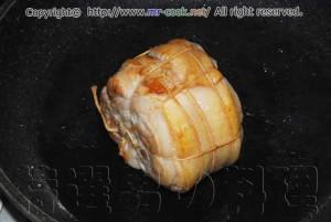 肉の表面を焼き固める