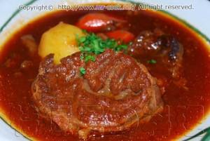 牛スネ肉のビーフシチュー