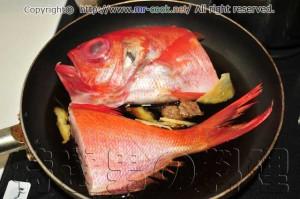 金目鯛を煮る