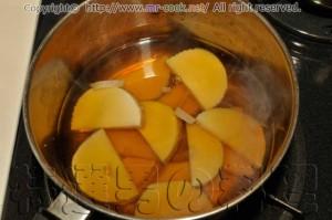 八方出汁で筍を煮る