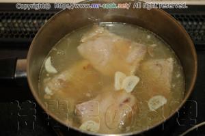 豚肉をフォンドヴォライユで煮る