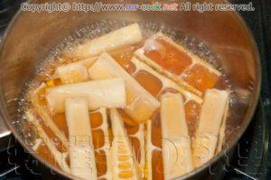 八方出汁で破竹筍を炊く