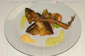 鮎のポワレアスパラとマンゴーのソース