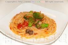 ブロッコリーのトマトパスタ