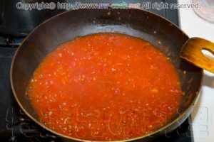 ホールトマトを炒める
