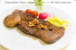 赤牛の炭火焼きステーキ