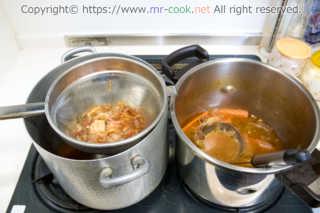 シノワでフォン(スープ)を漉す