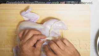 スタッフィングの具材を詰めて穴を縫う