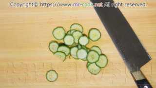 パスタを茹でている間に他の野菜を切る