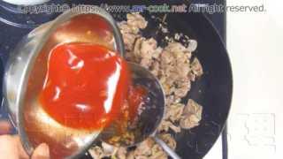 キムチ汁を入れて炒める