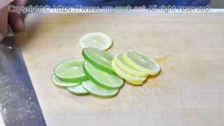 レモンとライムをスライス
